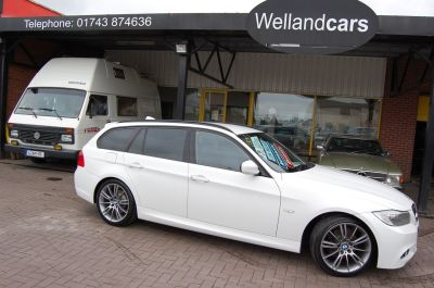 BMW 3 Series 2.0 318d SPORT PLUS EDITION TOURING AUTO VERY LOW MILES ONLY 38K FSH Estate Diesel Alpine WhiteBMW 3 Series 2.0 318d SPORT PLUS EDITION TOURING AUTO VERY LOW MILES ONLY 38K FSH Estate Diesel Alpine White at Welland Cars Shrewsbury