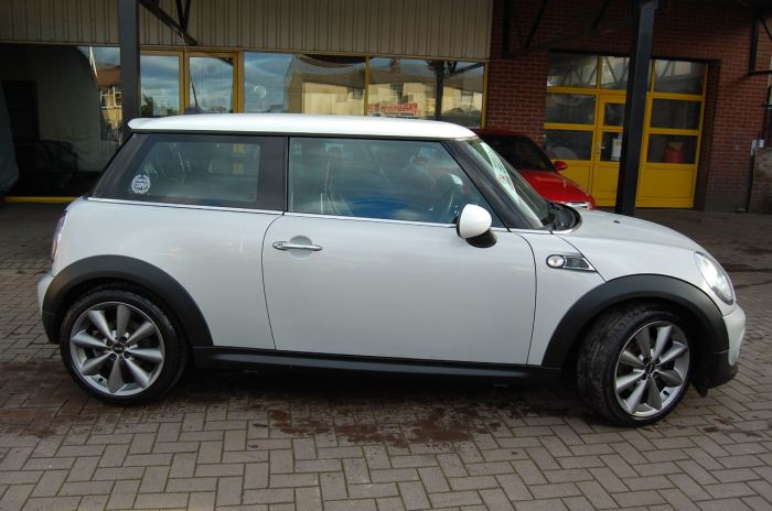 Mini Hatchback 1.6 COOPER LONDON 2012 3 DOOR 6 SPEED MANUAL FULL SERVICE HISTORY 1 OF 2012 MADE Hatchback Petrol Silver