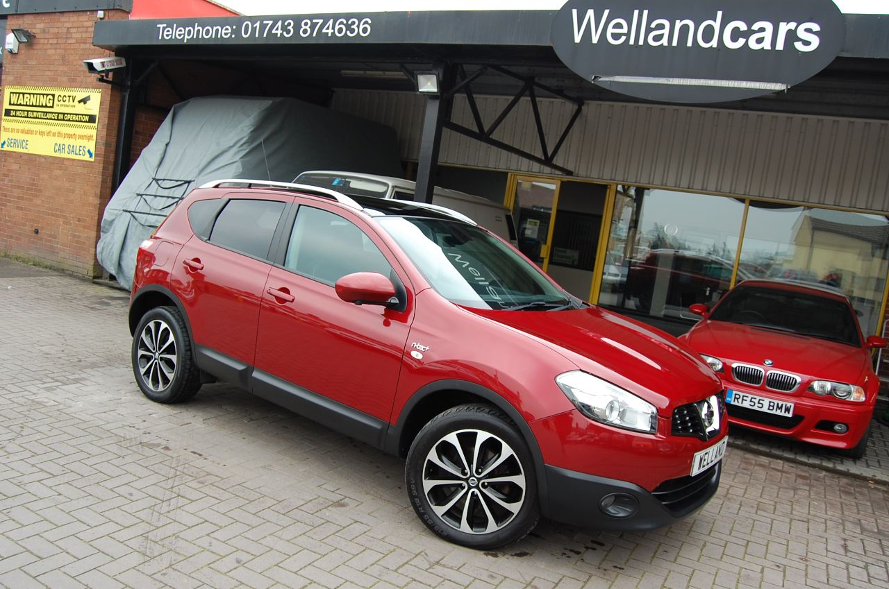 Nissan Qashqai 2.0 N TEC PLUS - DCI 4x4 AUTOMATIC SUV 1 OWNER ONLY 33,000 MILES Hatchback Diesel Red at Welland Cars Shrewsbury