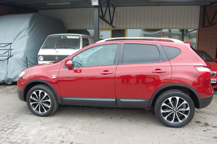 Nissan Qashqai 2.0 N TEC PLUS - DCI 4x4 AUTOMATIC SUV 1 OWNER ONLY 33,000 MILES Hatchback Diesel Red