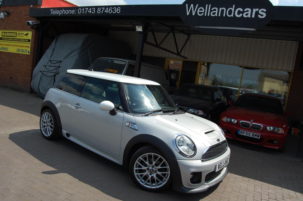 Mini Hatchback COOPER SD 2.0 TD 1 FORMER KEEPER NAVIGATION HUGE SPEC # RESERVED # Hatchback Diesel Silver at Welland Cars Shrewsbury