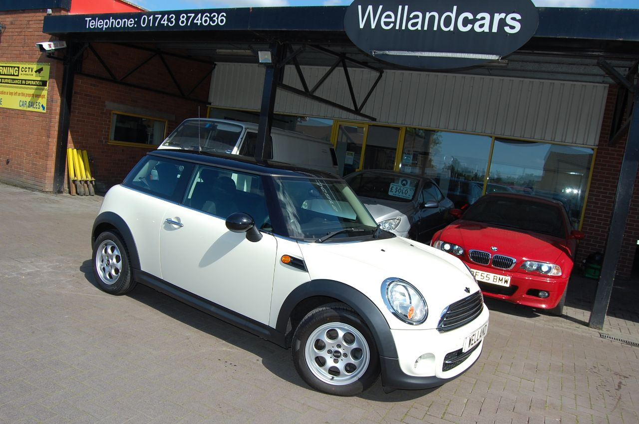 Mini Hatchback COOPER 'D' 1.6TD, WHITE 1 OWNER FULL S/HISTORY, £0 ROADTAX, VERY ECONOMICAL Hatchback Diesel White at Welland Cars Shrewsbury