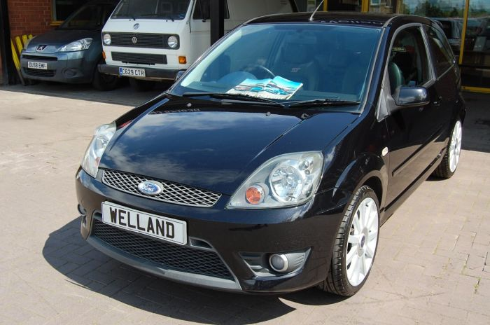 Ford Fiesta 2.0 ST 3 DOOR 5 SPEED 1 FORMER KEEPER FAMILY OWNED THROUGHOUT !! Hatchback Petrol Black