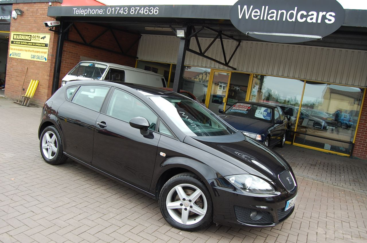 Seat Leon 1.6 S EMOCION 5 DOOR 5 SPEED MANUAL LOW MILEAGE ONLY 61000 MILES Hatchback Petrol Black at Welland Cars Shrewsbury